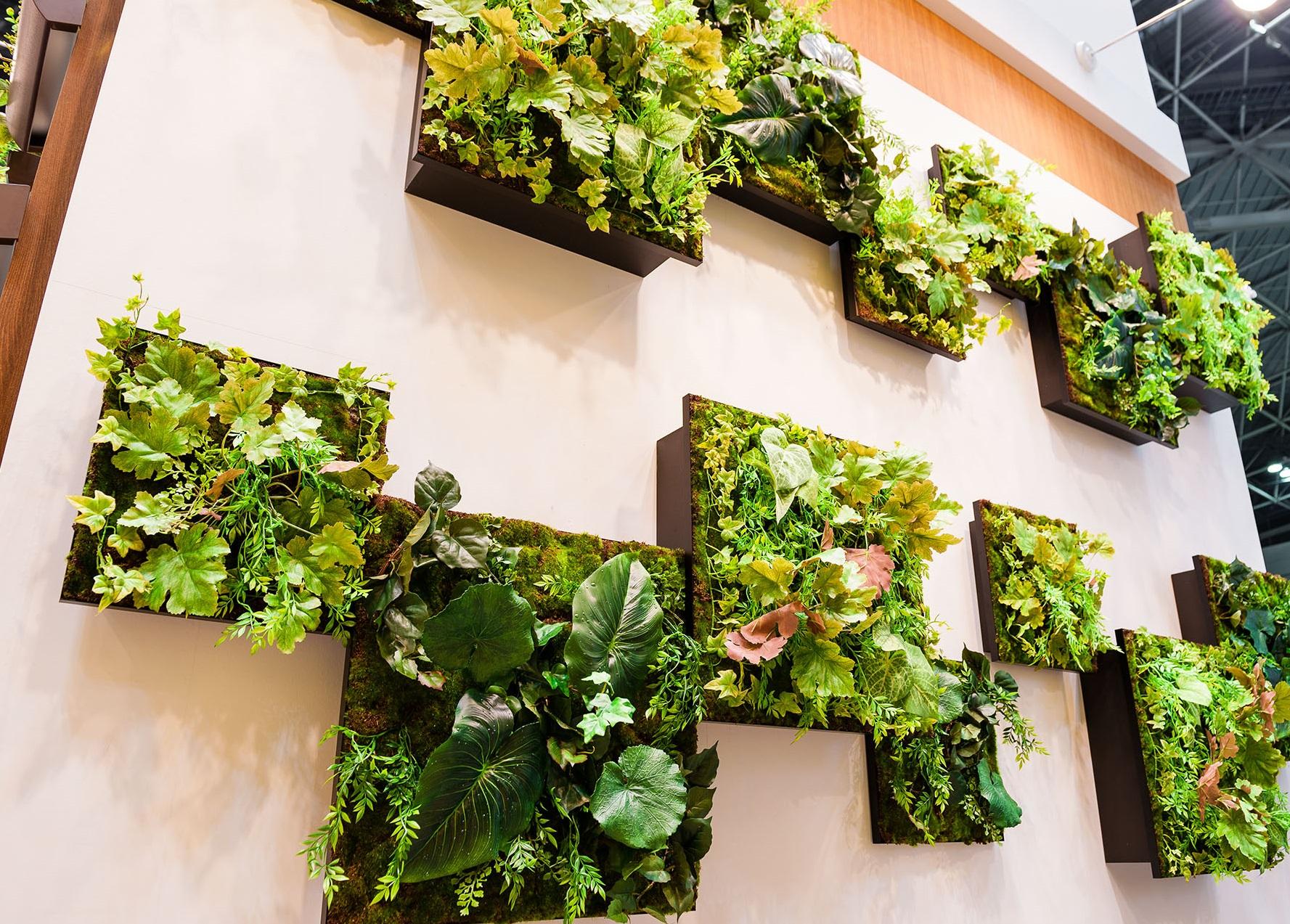グリーンの色の濃淡と立体的な段差を楽しめます。木目と相性がいいので、上下を木調壁 にしました。ショッピングセンターや駅ビル、デパート、病院、ホールなど大型の壁 ...